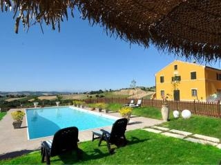 Charming 2 bedroom Recanati House with Deck - Recanati vacation rentals