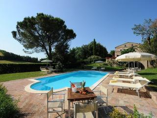 Bright 4 bedroom Montemaggiore al Metauro House with Deck - Montemaggiore al Metauro vacation rentals