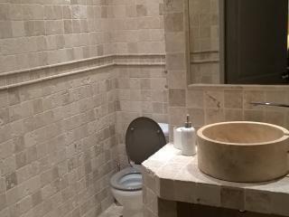 Chambre - Salle de Bain - WC - rénovés neufs - Montelier vacation rentals