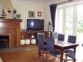 Traditionnal house, garden, heated swimming-pool - Lanvollon vacation rentals