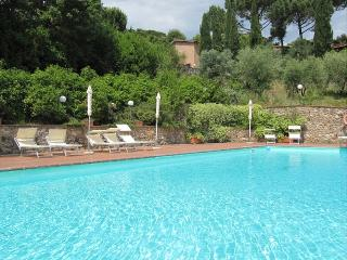 Gorgeous 2 bedroom Siena House with Deck - Siena vacation rentals