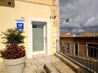 Adorable 1 bedroom Vacation Rental in Ragusa - Ragusa vacation rentals