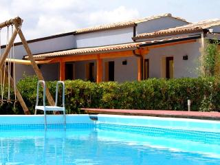 Charming 5 bedroom House in Chiaramonte Gulfi with Deck - Chiaramonte Gulfi vacation rentals