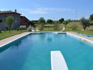 Bright 7 bedroom Montefiascone House with Deck - Montefiascone vacation rentals
