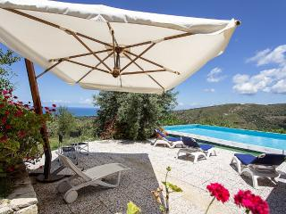 Charming House with Deck and Internet Access - Campofelice di Roccella vacation rentals