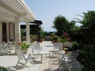 Nice 3 bedroom Cava d'Aliga House with Deck - Cava d'Aliga vacation rentals