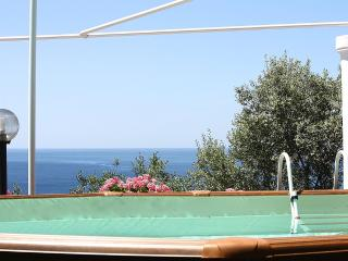 Charming 3 bedroom Sorrento House with Deck - Sorrento vacation rentals