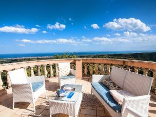 Charming 3 bedroom House in Gerace with Deck - Gerace vacation rentals