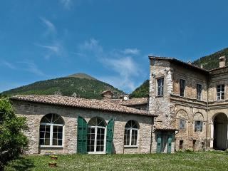 Nice House with Internet Access and Television - Gubbio vacation rentals