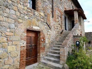 Cozy 2 bedroom House in Casole D'elsa with Deck - Casole D'elsa vacation rentals