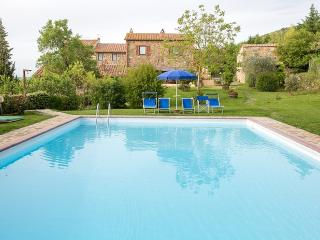 Nice 2 bedroom San Quirico d'Orcia House with Deck - San Quirico d'Orcia vacation rentals