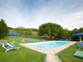 Charming 2 bedroom House in San Quirico d'Orcia with Deck - San Quirico d'Orcia vacation rentals