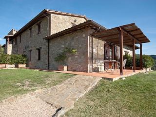 Bright 1 bedroom House in Gualdo Cattaneo with Deck - Gualdo Cattaneo vacation rentals