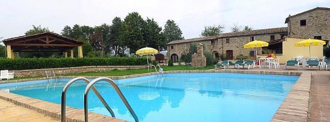 Villa Pavone E - Image 1 - Montone - rentals