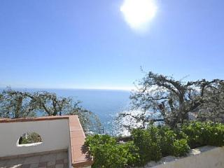 Lovely 2 bedroom Ravello House with Deck - Ravello vacation rentals