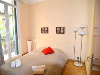 Gracia Virreina AP - Barcelona vacation rentals