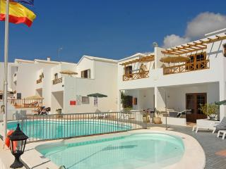 Spacious Two Bedroom Apartment in Pto del Carmen - Puerto Del Carmen vacation rentals