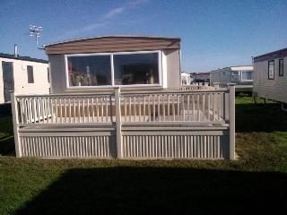 Coastfield, spacious with large veranda - Ingoldmells vacation rentals