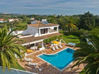Lovely Villa in Olhos de Agua with Housekeeping Included, sleeps 8 - Olhos de Agua vacation rentals