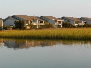 4 bedroom House with Shared Outdoor Pool in Pawleys Island - Pawleys Island vacation rentals