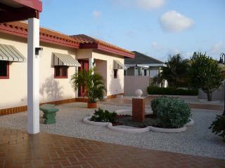Private Casa Tarabana with Jacuzzi - Oranjestad vacation rentals