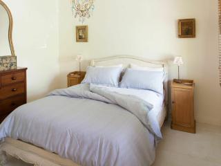 Lovely House in Fitzroy with A/C, sleeps 2 - Fitzroy vacation rentals