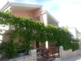TH01881 Apartments Miso / Two bedrooms A3 - Okrug Gornji vacation rentals