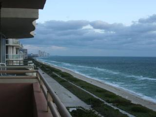 2 bedroom Apartment with Internet Access in Surfside - Surfside vacation rentals