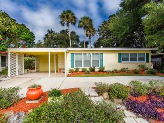 Adorable, Remodeled 2/1  home in Ormond Beach - Ormond Beach vacation rentals