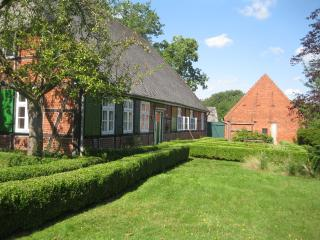 Picturesque farmhouse for groups and families - Hamburg vacation rentals