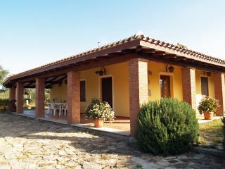 Villetta di campagna vicino al mare e al paese - Bari Sardo vacation rentals