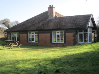Nice Bungalow with Central Heating and Parking - Brean vacation rentals