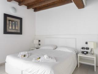 Rome center minimal rooms - Vatican City vacation rentals