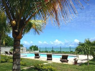 RIVA BELLA - Pieds dans l'eau avec piscine - A3 - Pointe Aux Sables vacation rentals