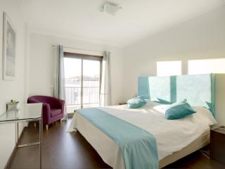 Modern 2 bedroom apartment ii Meia Praia, Lagos - Lagos vacation rentals