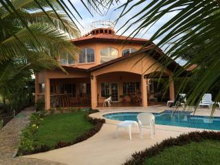 3-Bedroom Panama Beachfront Paradise with Pool - David vacation rentals