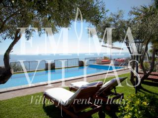 Bright Villa in Messina with A/C, sleeps 10 - Messina vacation rentals