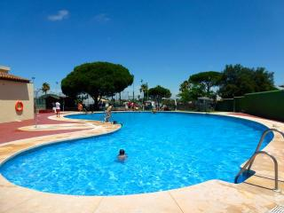 La Barrosa beach, pool and parking space - Novo Sancti Petri vacation rentals