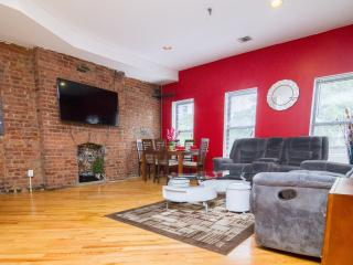 Stunning 3BR/2BA Duplex With Private Patio Sleep 8 - New York City vacation rentals