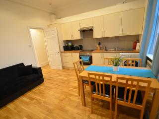24 Angel 2 Bed Apartment by Riviera Luxury Living - London vacation rentals
