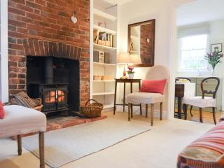 Delightful cosy period cottage with woodburner - Frant vacation rentals