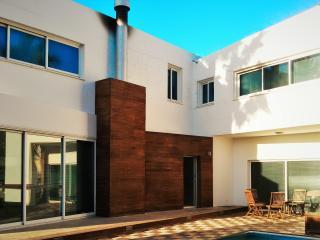 La Superba, luxury 3 bed villa on Dhekelia Road - Oroklini vacation rentals