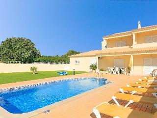 Villa Jeiras 4 bedroom with private pool - Olhos de Agua vacation rentals