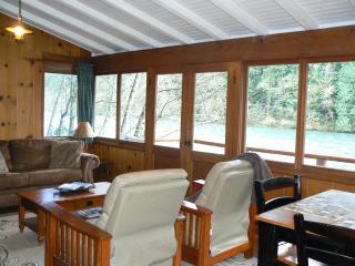 Cozy, romantic river front cabin #1 - Vida vacation rentals