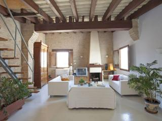 Beautiful 2 bedroom Valencia House with Internet Access - Valencia vacation rentals