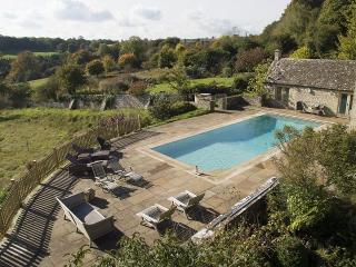 7 bedroom Farmhouse Barn with Internet Access in Bisley - Bisley vacation rentals