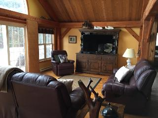 Spacious 4 bedroom Kawartha Lakes Cottage with Internet Access - Kawartha Lakes vacation rentals