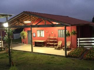 Nice Cottage with A/C and Satellite Or Cable TV - Campina Grande Do Sul vacation rentals
