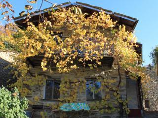 Belle maison de hameau au calme dans la nature. - Carpasio vacation rentals