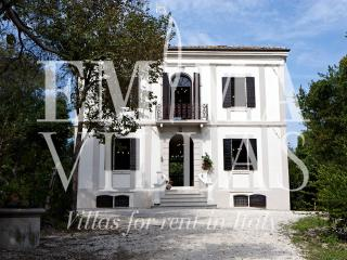 Beautiful 5 bedroom Pesaro Villa with Internet Access - Pesaro vacation rentals